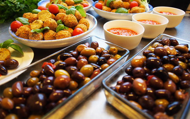 Gin marinated Olives Antipasto Recipe 640x400.png