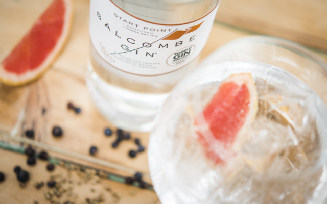 Salcombe gin with juniper berries and grapefruit