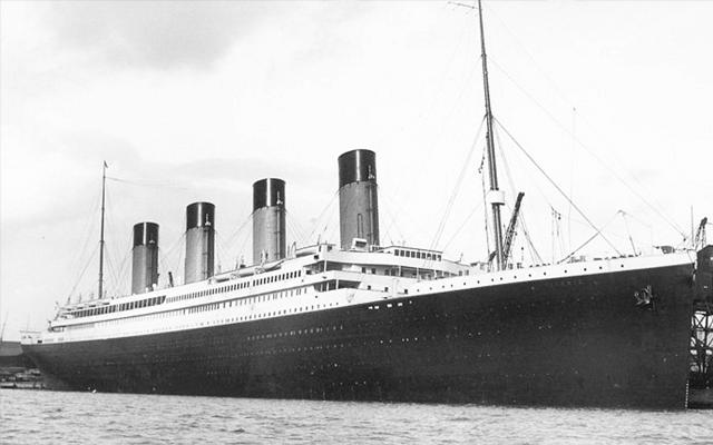 Titanic old photograph black white