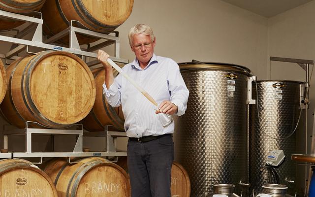 Henrick Elsner distilling
