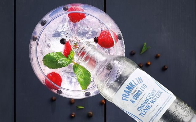 Franklin Sons Naturally Light Tonic Water pour into gin copa
