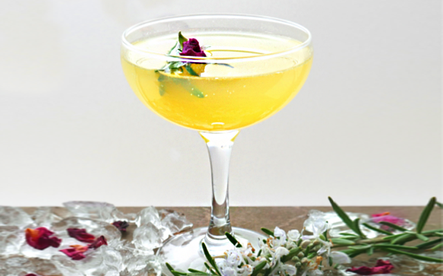 Bees knees gin cocktails with flowers and ice