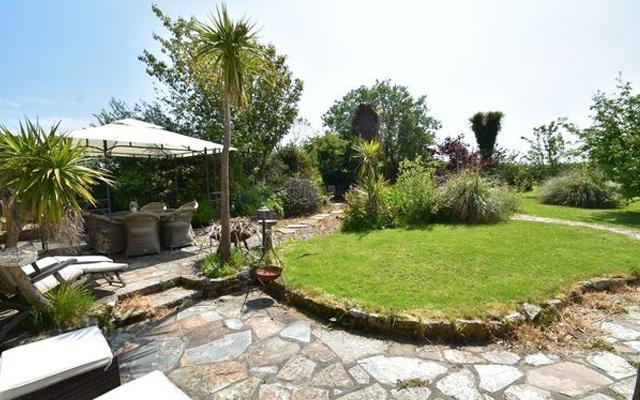 trewenna+barn+conversion+garden+sun+terrace.png