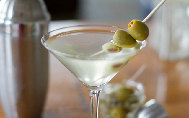 Dirty+Martini+Gin+Cocktail+640x400.png