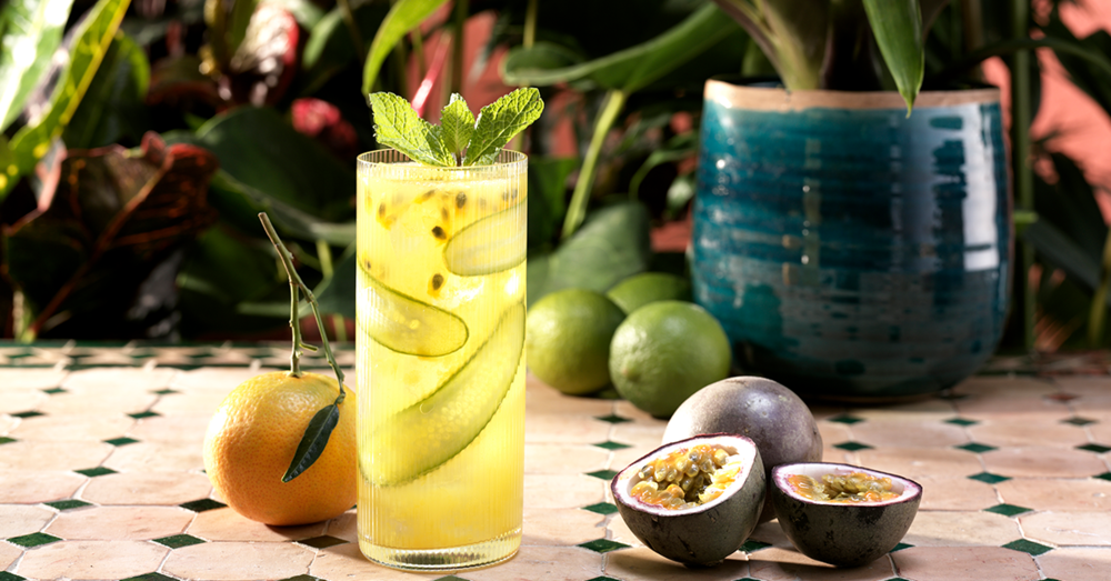 Passionfruit mint gin lime cocktail.png