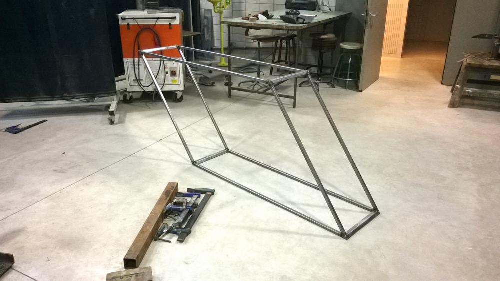 A drift. Metal structure   200 x 95 x 40 cm. Barcelona, Spain 2014