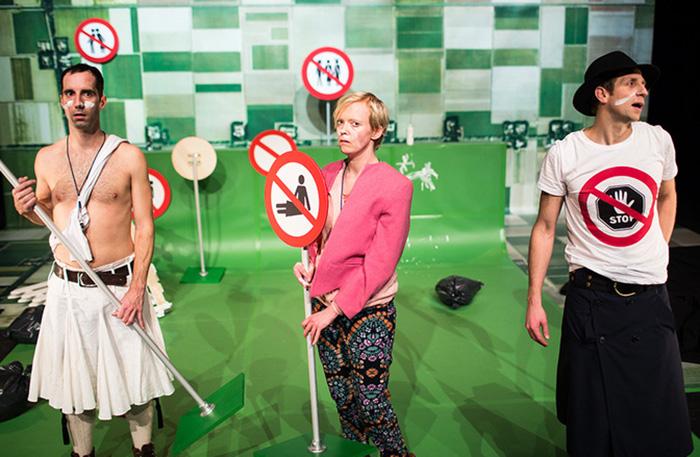 'Niet huppelen!' (5+) - 2014  In regie van Gienke Deuten, een coproductie van Raaijmakers & Geerlings, Stip Producties en BonteHond. 'Niet huppelen!' won de Zilveren Krekel 2014.