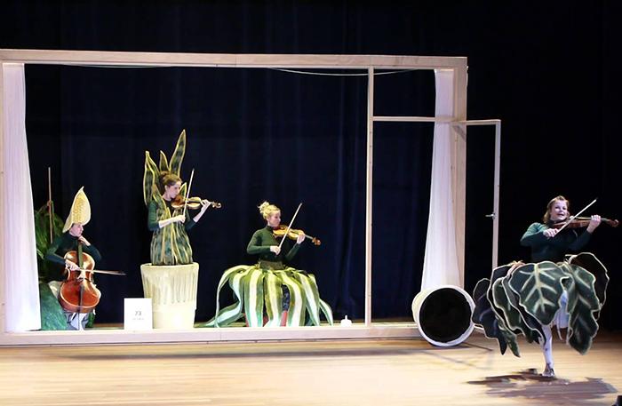 'Het StrijkPlankenKwartet' (6+) - 2013  In regie van Gienke Deuten, een productie van Oorkaan.