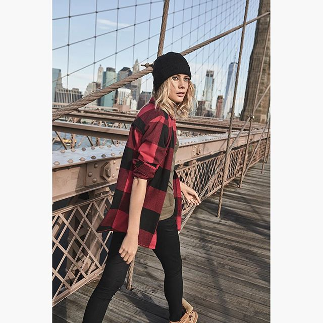#tb from a streetwear campaign I shot a while ago in NYC  #checks #graphicgrid #classic #staplelook #brooklyn #brooklynbridge #streetwear #streetstyle #nycstreetstyle #nycphotographer #ignyc #nycstyle #freckles #streetwearphotography #photographer