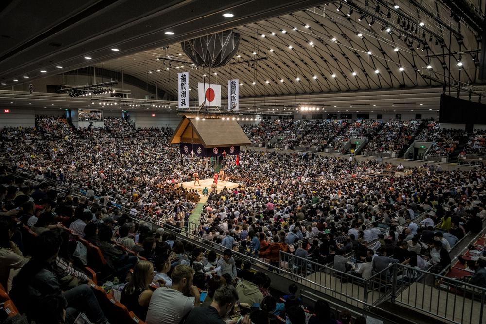 Le populaire tournoi annuel de sumo d'Osaka, mars 2015.