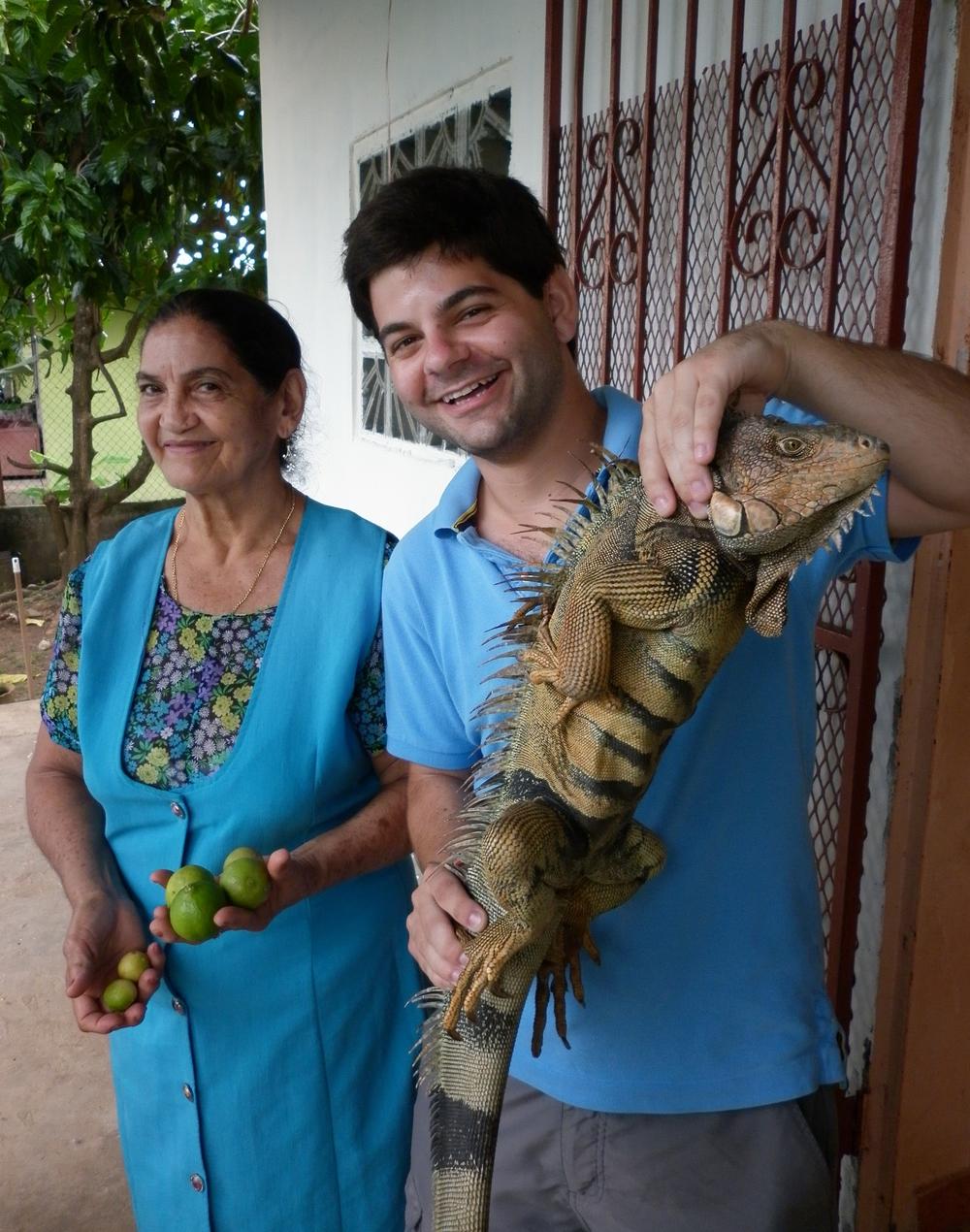 Juste avant que l'abuela me fasse remarquer que l'iguane est viivant.