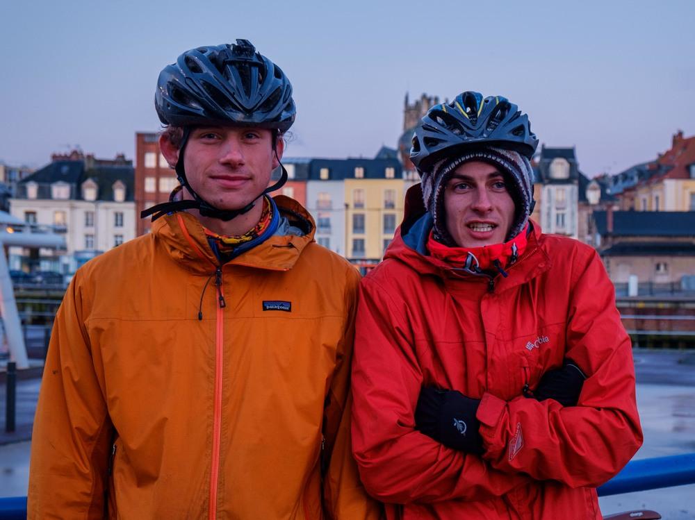 Alex et Marcus, à Dieppe. Ce n'est pas plus chaud en France!