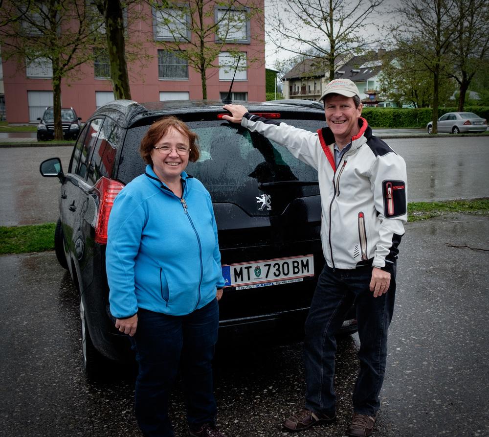 Heidi et Hanno, et leur automobile salvatrice.