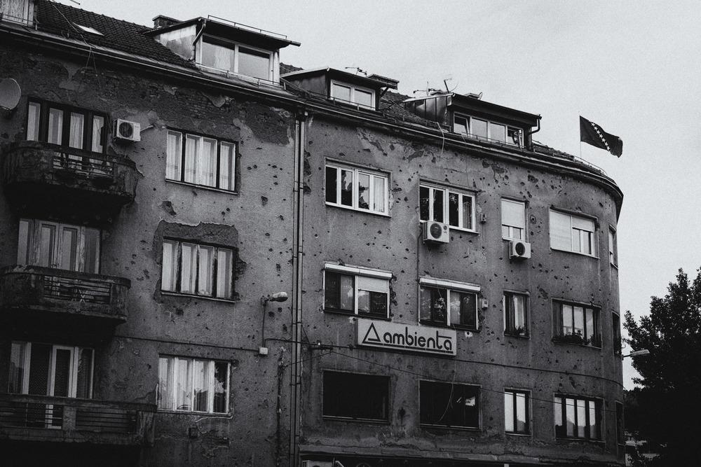 Un des nombreux édifices de la capitale meurtris par les obus de la guerre.