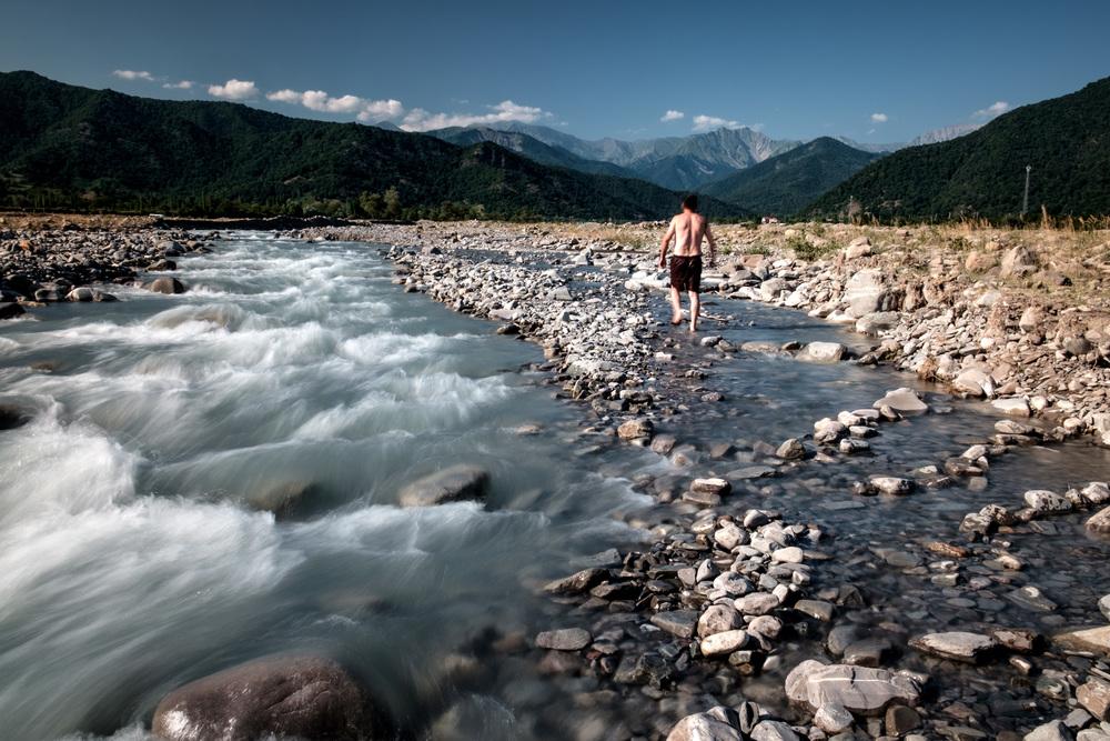 La rivière magique, et un baigneur azéri.