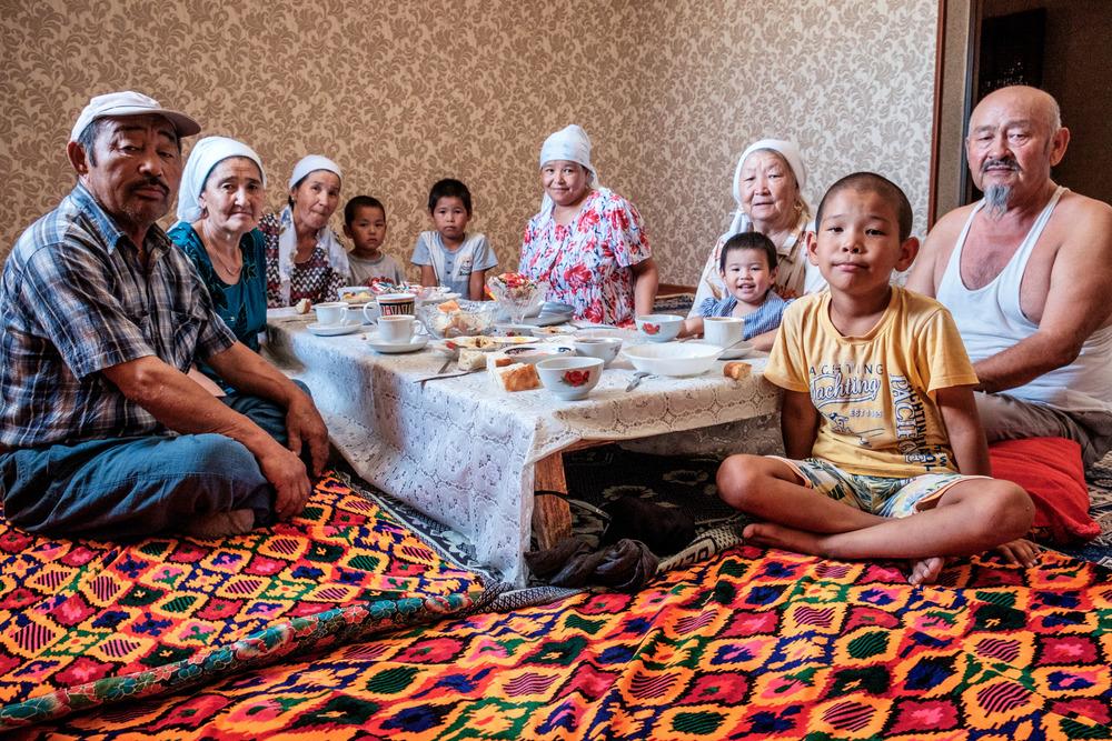 La famille qui m'a reçu à dîner, dans un petit village du désert.