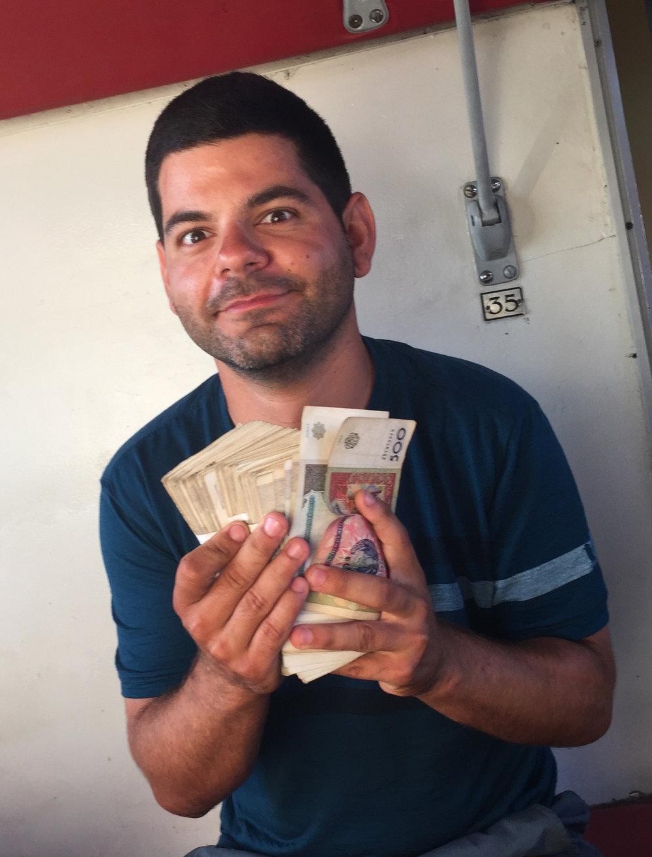 40$ en argent ouzbek, qui ne vaut pas grand chose !