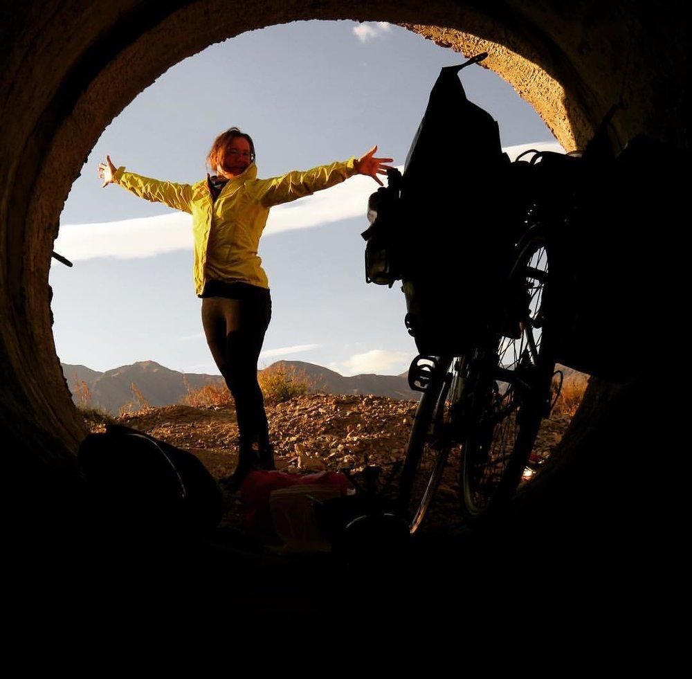 Après une nuit dans un tunnel sous la route, en Chine. (photo fournie)
