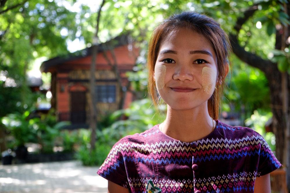 Ni Ni, à Bagan.