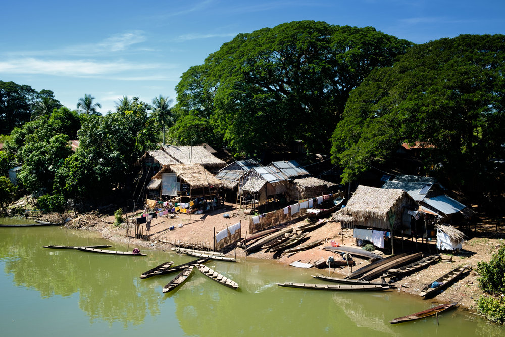 Un des derniers villages sur la route en Birmanie.