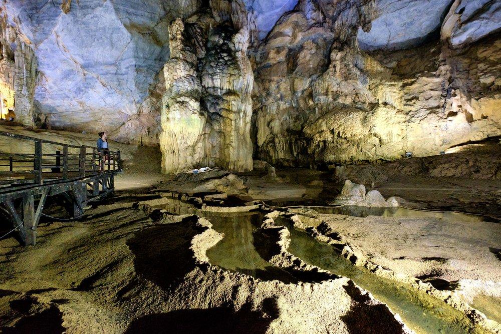 L'incroyable vue à l'intérieur de l'immense Paradise Cave.
