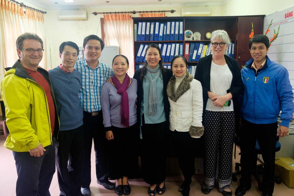 Pops, avec les employés du collège où travaille Louise.
