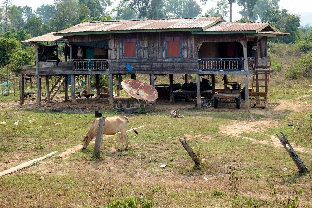 Maison typique du sud du Laos. Croyez-le ou non, c'est plus luxueux qu'au nord du pays.