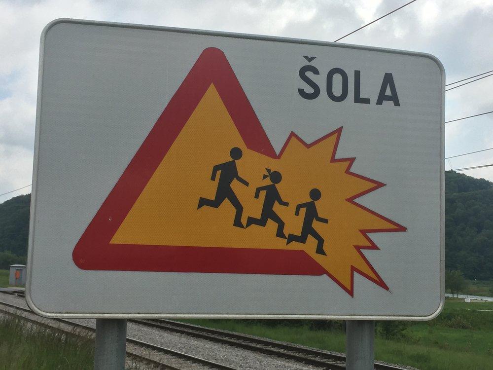 Attention, enfants explosifs.