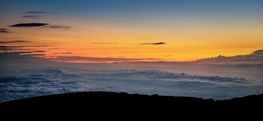 17-08-31 - Lever du soleil (Fuji, Japon).jpg