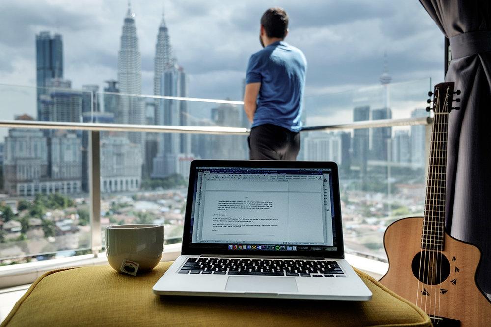 En après-midi d'écriture à Kuala Lumpur, en Malaisie.
