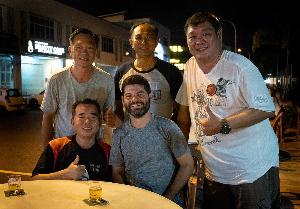 Yee Sun, Yau et Michael derrière, Jackie et moi à l'avant.