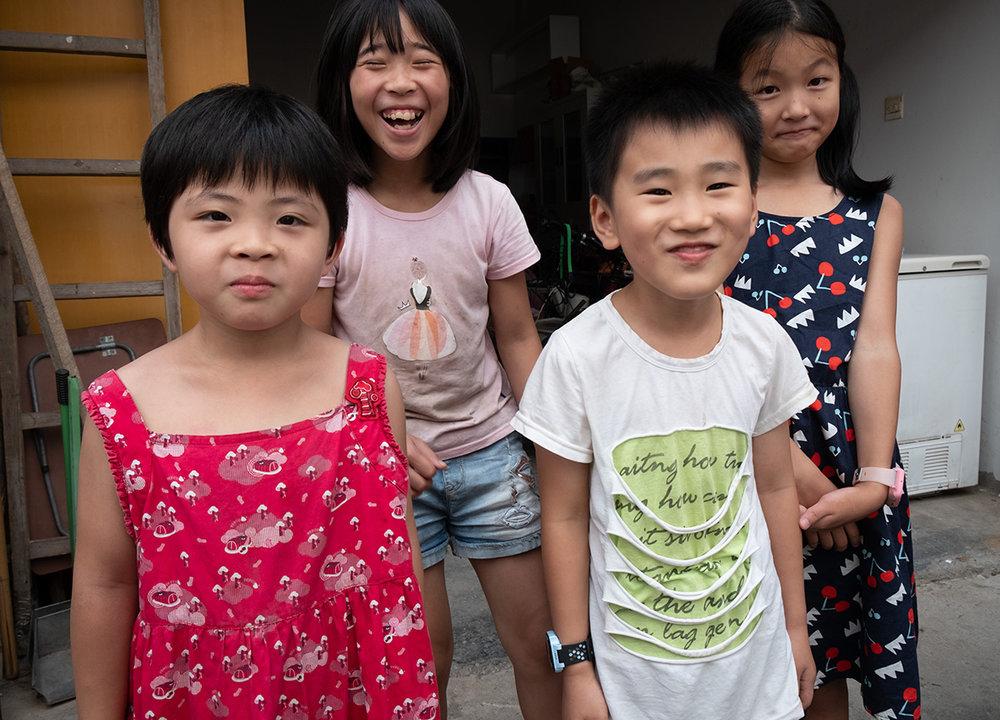 Quelques adorables enfants qui me suivaient partout un avant-midi.