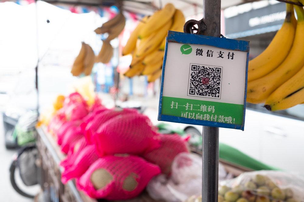 WeChat Pay est partout, des plus grands magasins aux étaux de fruits.