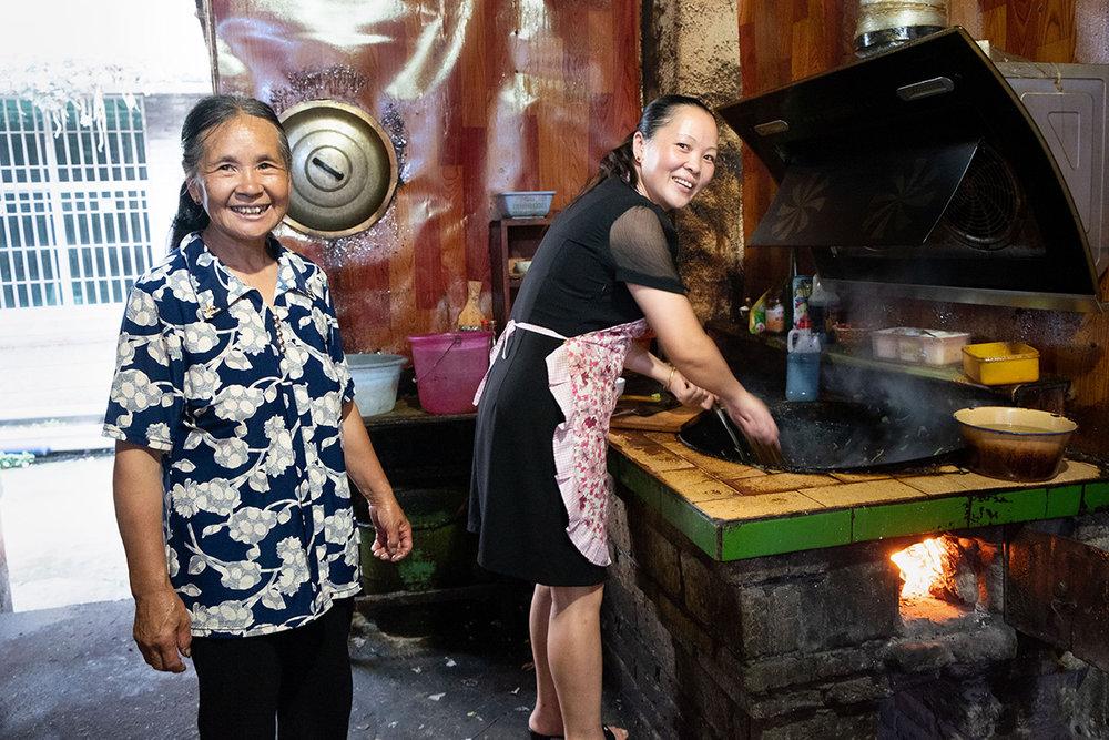 Dans la cuisine d'un restaurant de la Chine rurale.