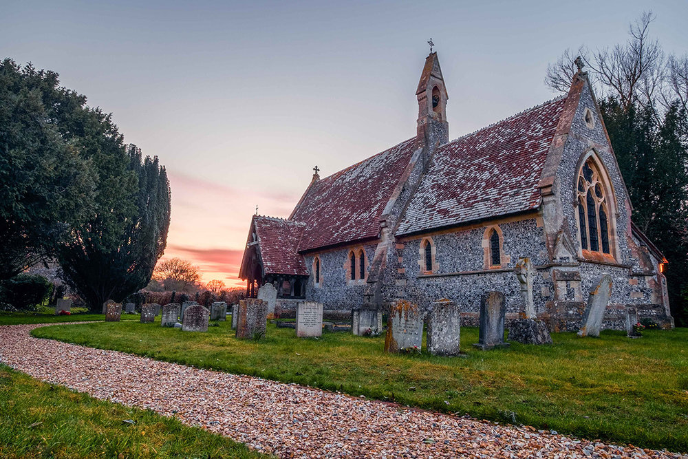 La vieille église d'East Grimstead dans le sud de l'Angleterre.