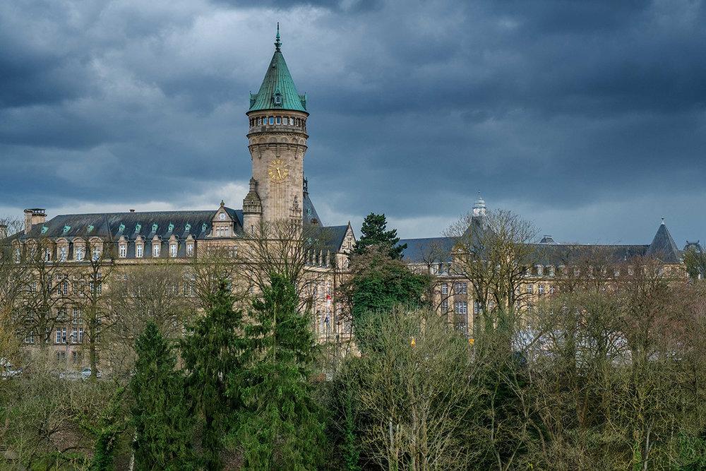 Paysage du centre-ville de la ville de Luxembourg. La campagne n'est jamais bien loin.