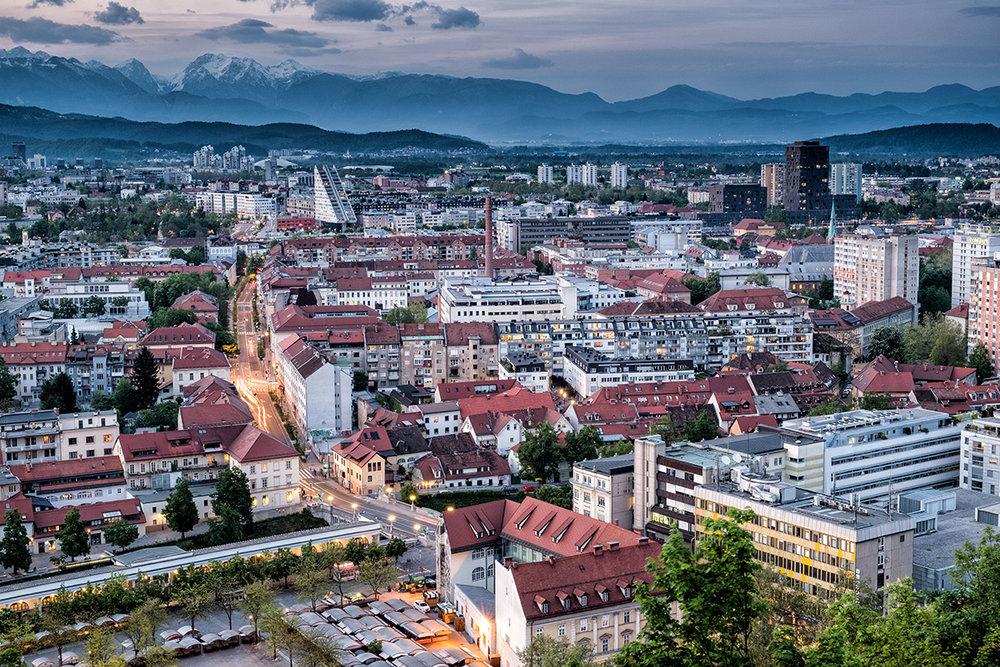 La belle capitale Ljubljana, avec les Alpes en arrière-plan.