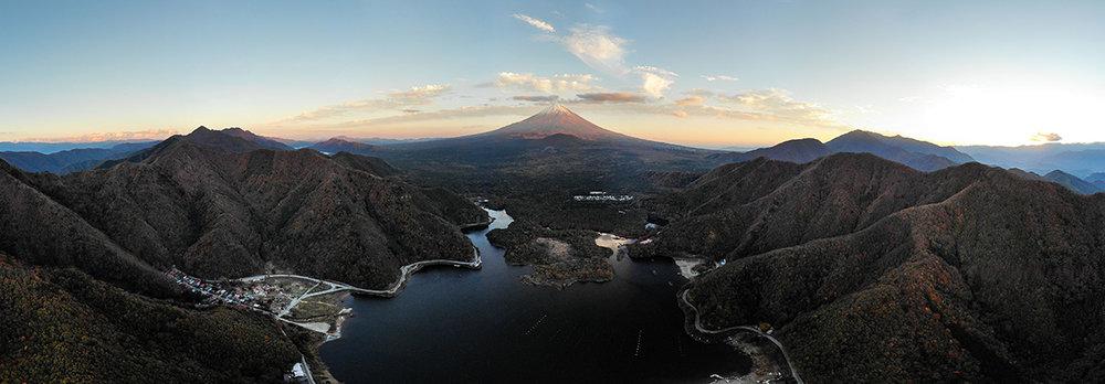 Vue panoramique du lac Shoji devant le mont Fuji, prise par mon fidèle drone.
