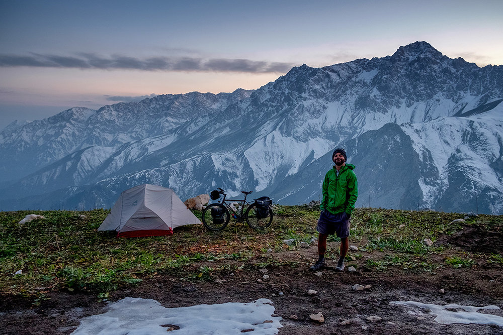 Une nuit en montagne, après une longue montée d'un des nombreux petits chemins au Kirghizistan.