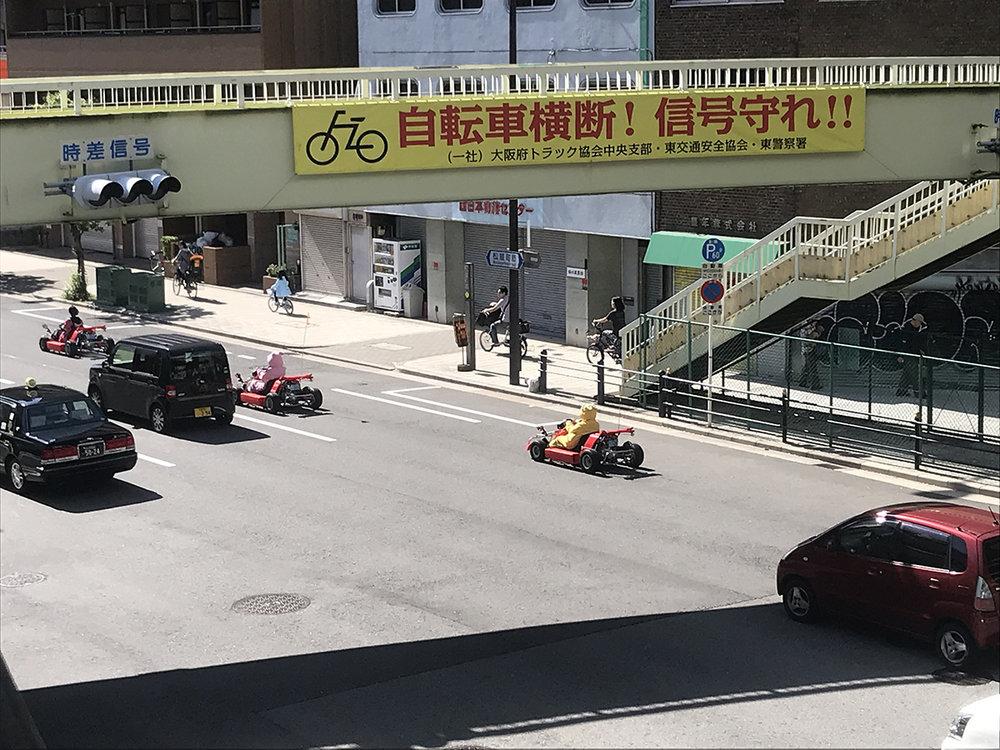 Course de go-kart en plein Osaka au Japon.
