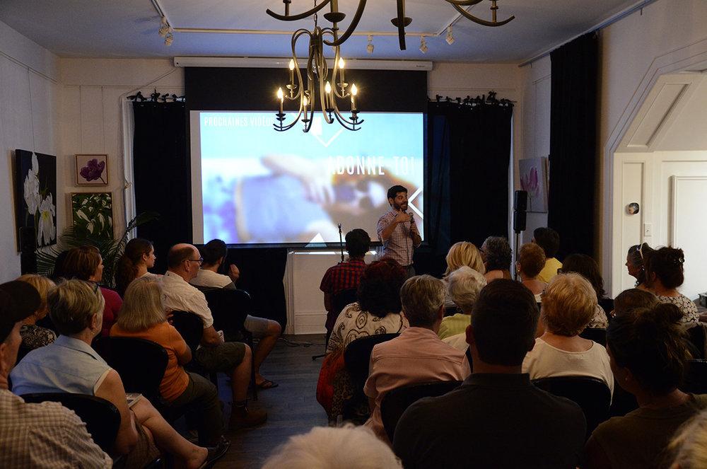 Devant le grand public, à Hawkesbury en Ontario.