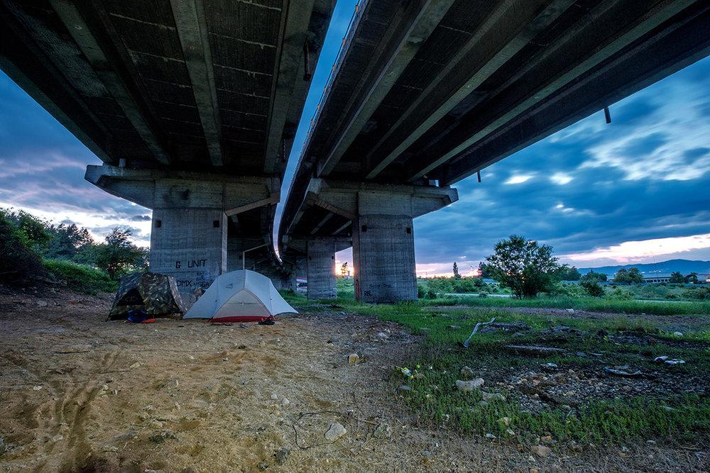 Campement sous un pont avec mon frère en Bulgarie.