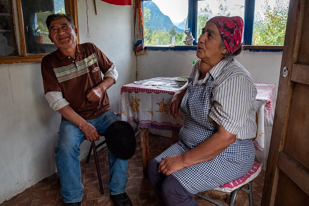 Arturo et Luzmira, qui accueillent les cyclistes dans leur maison le long de la carretera.