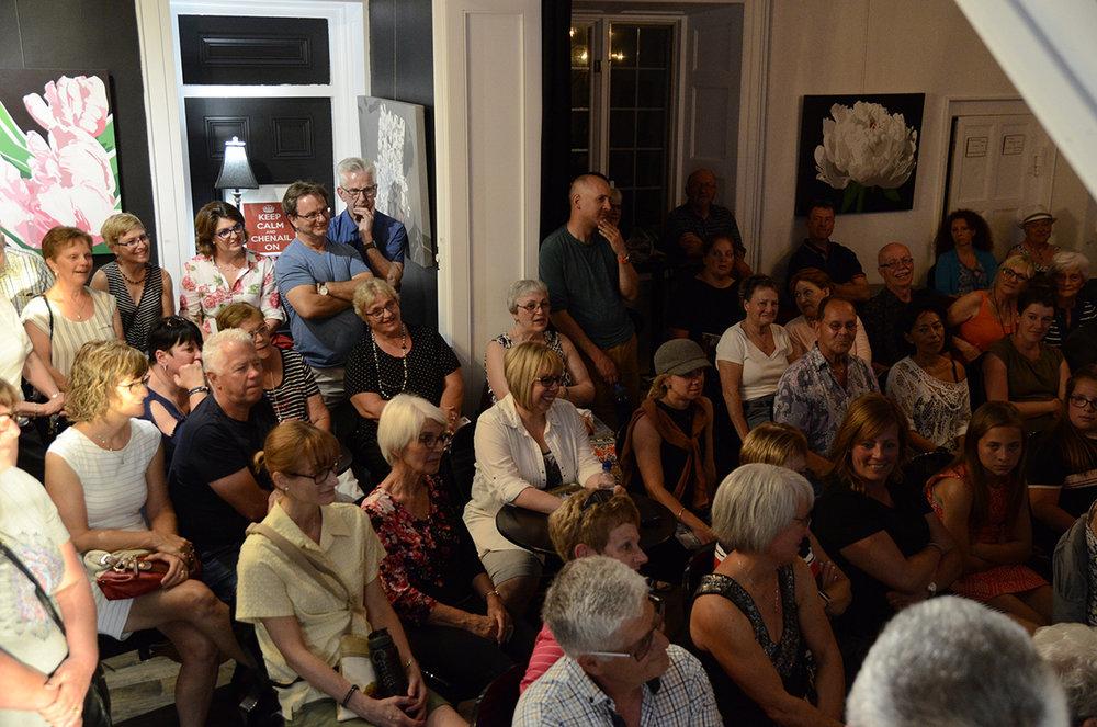 Un public attentif en Ontario. Crédit Justin Bromberg.