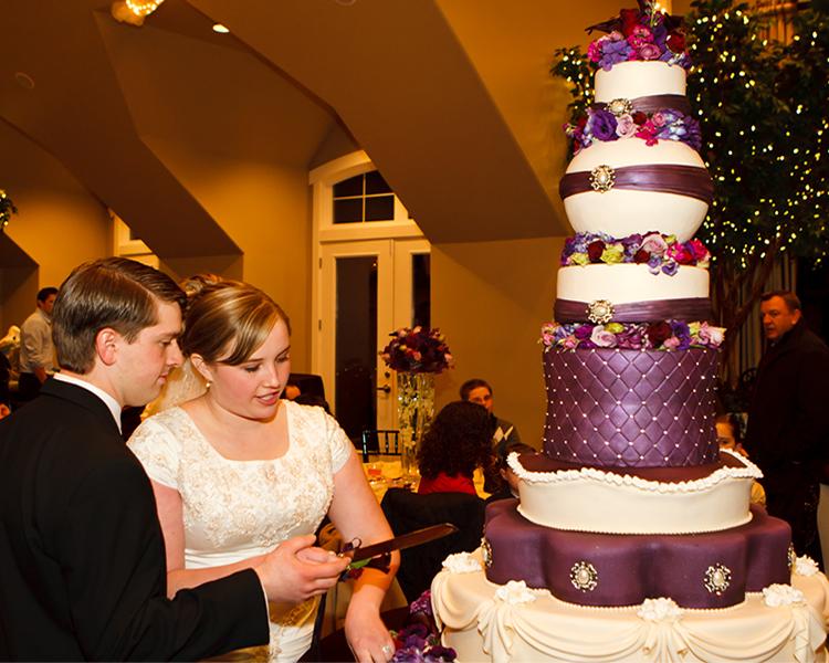 Cake 225  Elegant master peace that fills the room