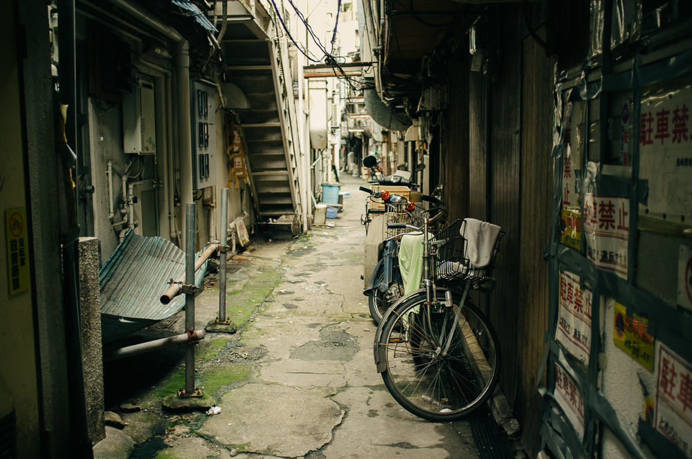 Backstreets behind the shops of Nagasaki.
