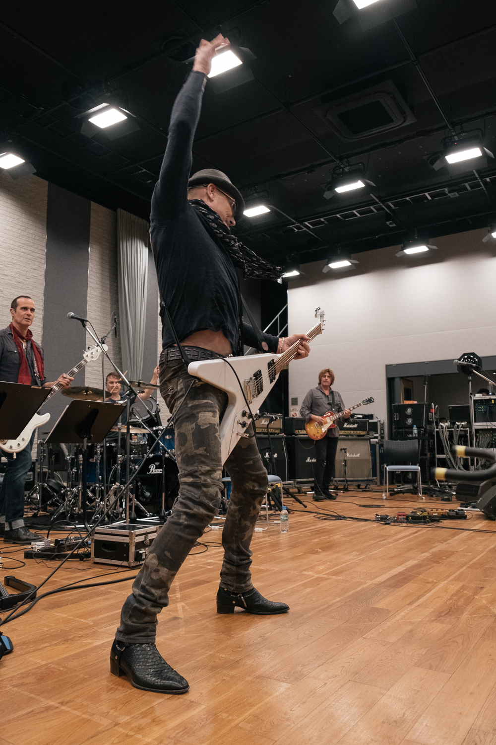 Rudolf Schenker, 'windmilling' over 30 times! Rehearsals for the Japan Classic Rock Awards