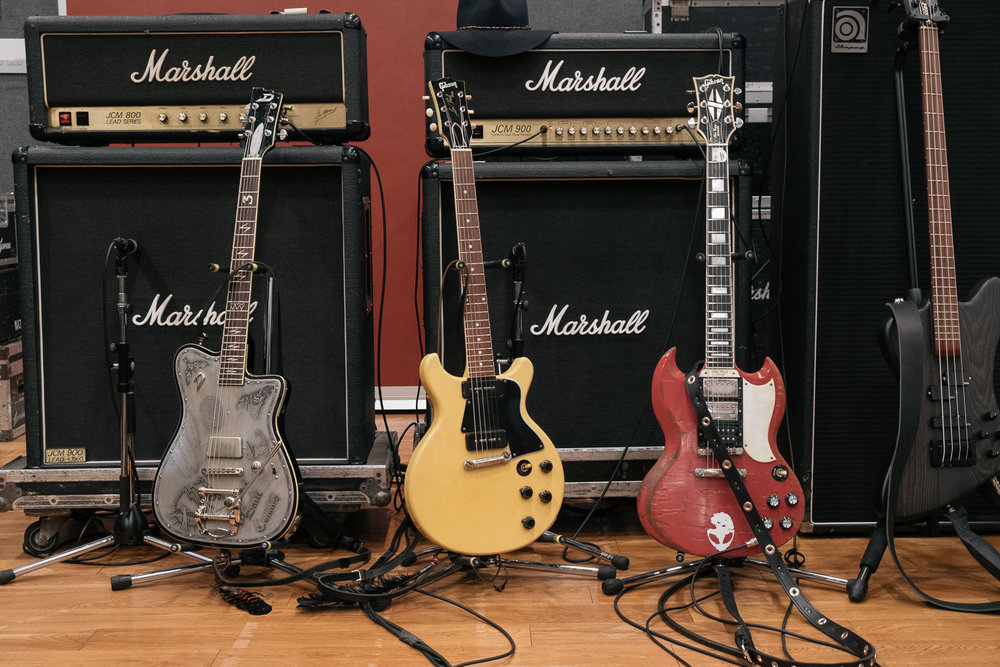 (l-r)Johnny Depp's Duesenberg, Les Paul jr and Tommy Henriksens Gibson SG ,  Japan Classic Rock Awards