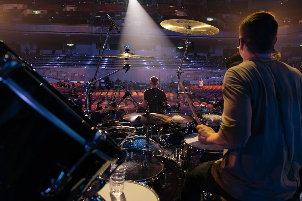Ray Luzier watches Phil Collen soundcheck ,  Japan Classic Rock Awards