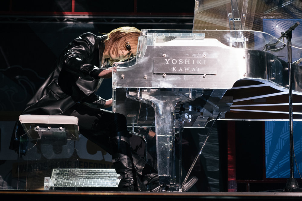Yoshiki from  X Japan  played a tribute to his dead band members ,  Japan Classic Rock Awards